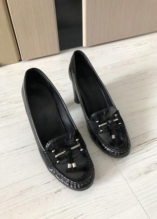 Лаковые туфли geox. 39 р