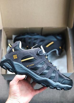 Мужские кроссовки серые с желтым
