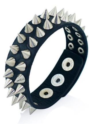 Крутой кожаный браслет с шипами рок шипы готика еко кожа
