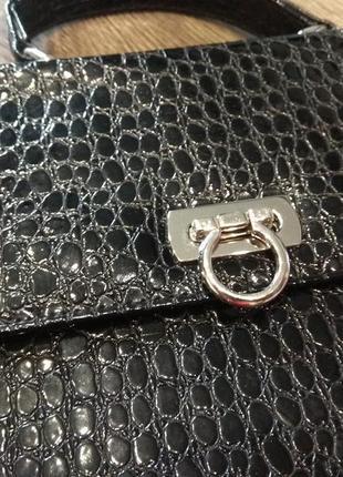 Стильная женская сумка под крокодиловую кожу