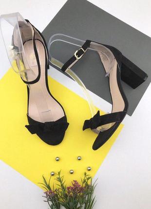 Женские босоножки под замшу на толстом каблуке h&m