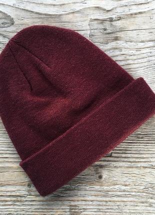 Бордовая шапка унисекс