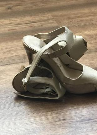 Туфли бежевые 37
