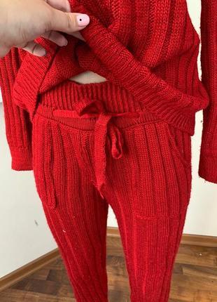 Стильный вязанный осенний костюм