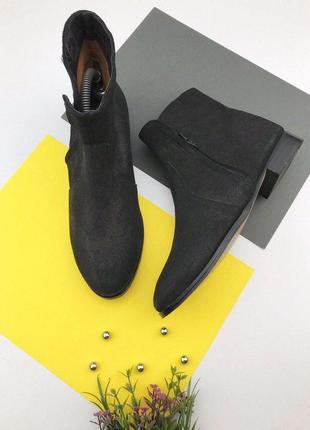 Замшевые ботинки на низком ходу