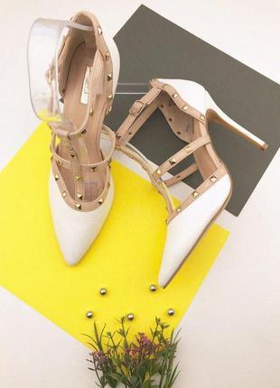Женские туфли лодочки на шпильке с заклепками
