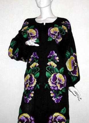 Вышитое платье из высококачественного льна.