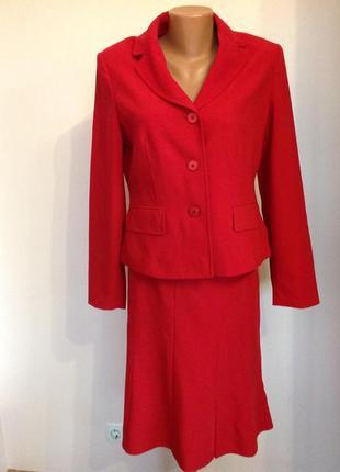 Alba moda- italy. / m/ красный костюм с юбкой колокольчик . шерсть 44%