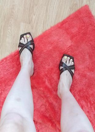 Босоножки шлепки низкий каблук квадратный носок кожа коричневые мягкие