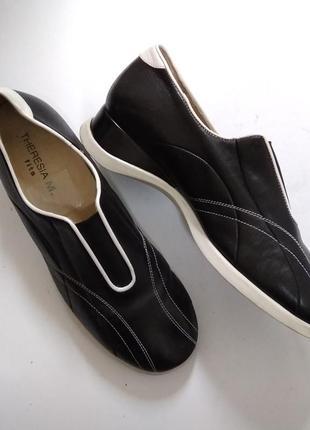 Кожаные кроссовки therezia m.