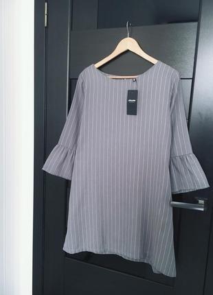 Платье в полоску свободного фасона