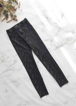 Трендові брюки в зміїний принт
