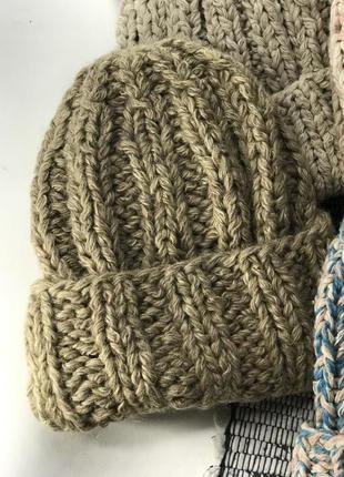Объёмная вязаная шапка с отворотом