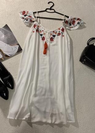 Нежное платье,с вышивкой  размер s