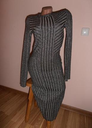 Шикарное серебристое платье в рубчик