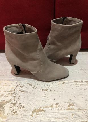 Шикарные замшевые  ботиночки 38рр