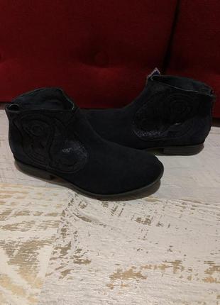 Замшевые ботинки 35рр