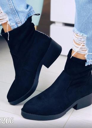 Демисезонные замшевые ботинки на низком ходу,чёрные осенние ботинки.