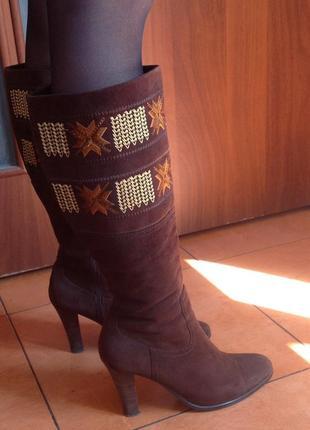 Замшевые сапоги в этно стиле