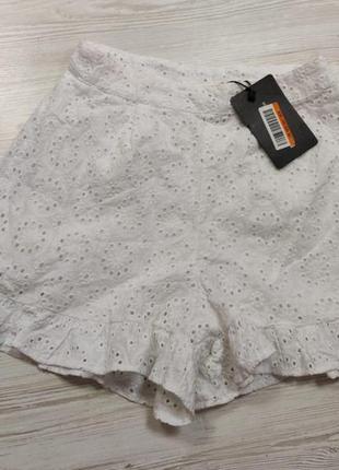 Белые короткие шорты из прошвы
