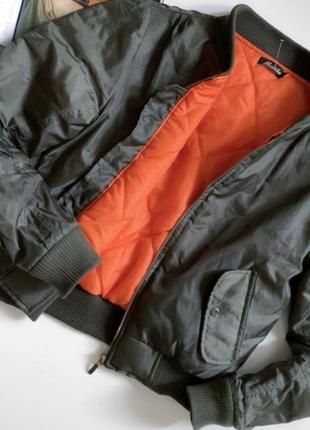 Бомбер куртка курточка