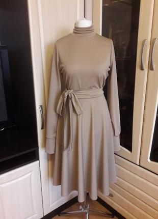 Шикарное платье с юбкой полусолнце