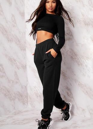 Новые фирменные теплые черные  спортивные штаны бойфренды