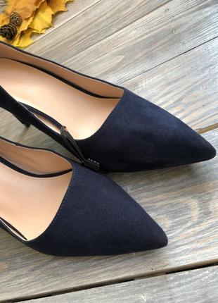 Zara замшевые туфли лодочки на прямом каблуке