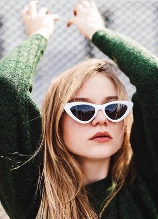 Ретро солнцезащитные очки лисички с белой оправой