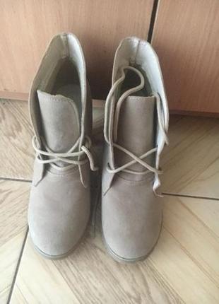Продам ботинки новые р. 37