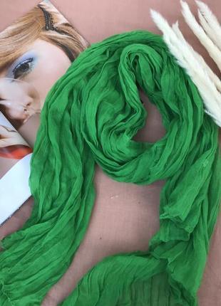 Яскравий легкий шарф-плісе