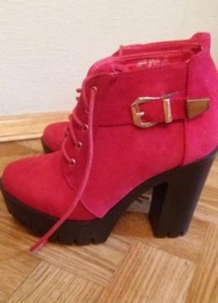 Продам ботинки красные новые р. 37
