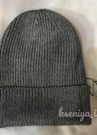 Новая вязаная серая шерстяная шапка с отворотом в рубчик