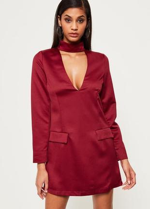 《красная груша》цвет в тренде,короткое платье с глубоким декольте и чокером