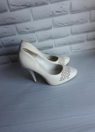 Удобные белые туфли свадебные