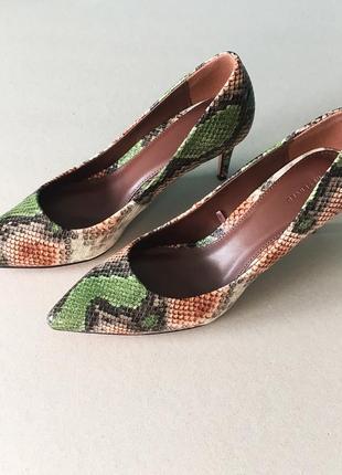 """Туфли-лодочки reservedс принтом """"змеиная кожа"""""""