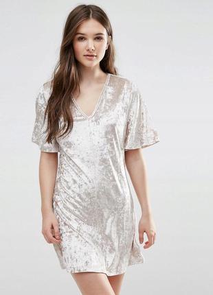 Оксамитова бежева нюдова сукня-футболка