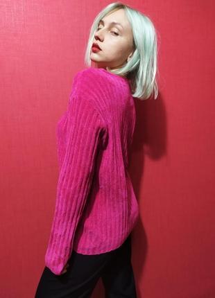Яркий и мягкий фирменный свитерок
