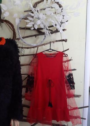 Нарядное платье с бархатной вышивкой принтом