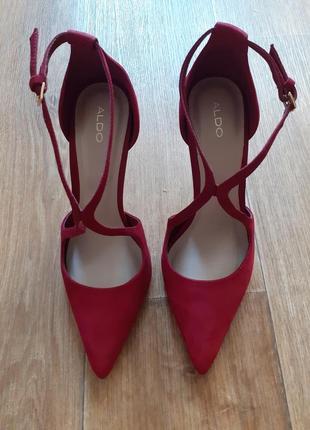 Кожаные туфли на шпильке aldo. бразилия.