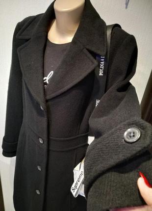 Отличное стильное базовое чёрное пальто мягусенькое из натуральной шерсти