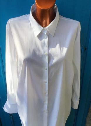 Белая эластичная рубашка свободного кроя большого размера от  mona