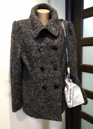 Отличное стильное теплое короткое пальто из натуральной шерсти