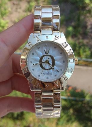 Новые красивые часы металлические, золотистые