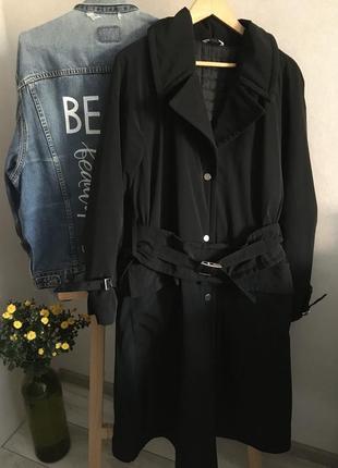 Стильне утеплене пальто з широким поясом