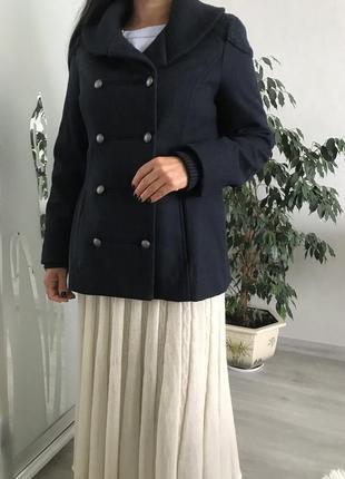 Стильное шерстяное пальто бренда noa noa