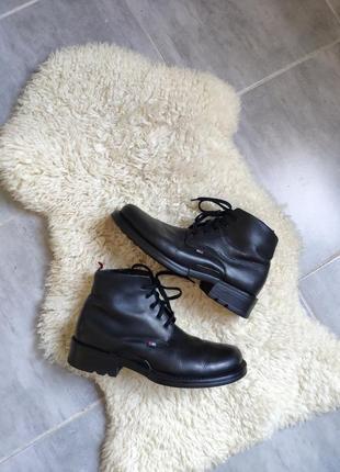 Черные массивные ботинки tommy hilfiger