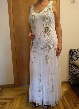 Шикарное платье расшито бисером и паетками