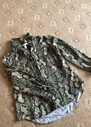 Рубашка в змеиный принт h&m