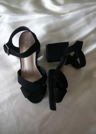 Босоножки на устойчивом каблуке размер 34-34.5 (22см)